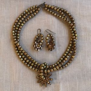 Jewelry - Pearl necklace and earrings